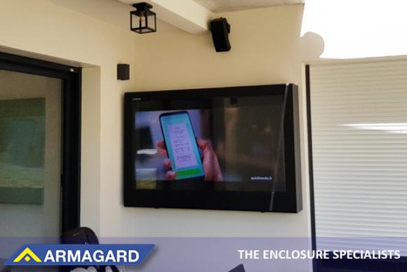 Obudowa zewnętrzna od Armagard pomaga zwalczać problemy, takie jak odbijanie światła i przegrzanie.