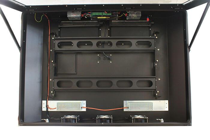 Cienka zewnętrzna obudowa do monitorów LED - widok z przodu otwarty