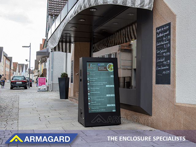 'Zobacz Jak przyciągnąć klientów do kawiarni stosując przenośny totem LCD zewnętrzny'
