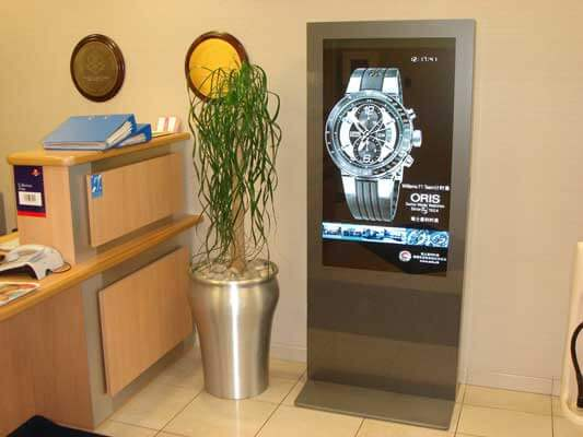 Kiosk multimedialny idealny do uzytku w sklepach jubilerskich