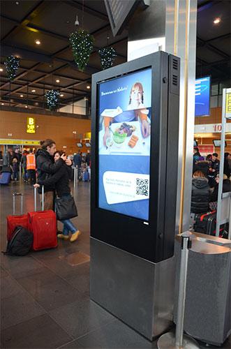 Kiosk zewnętrzny multimedialny na lotnisku