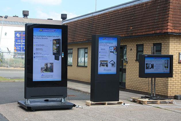 3 Kreatywne sposoby instalacji obudów LCD Digital Signage