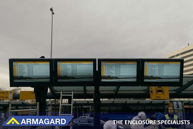 Obudowa LCD digital signage wewnątrz ściany