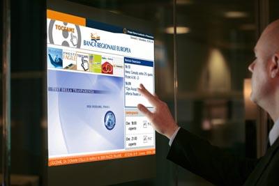 Digital signage Monitor dotykowy, który monitor dotykowy jest najlepszym rozwiązanien do zewnętrznej lokalizacji?