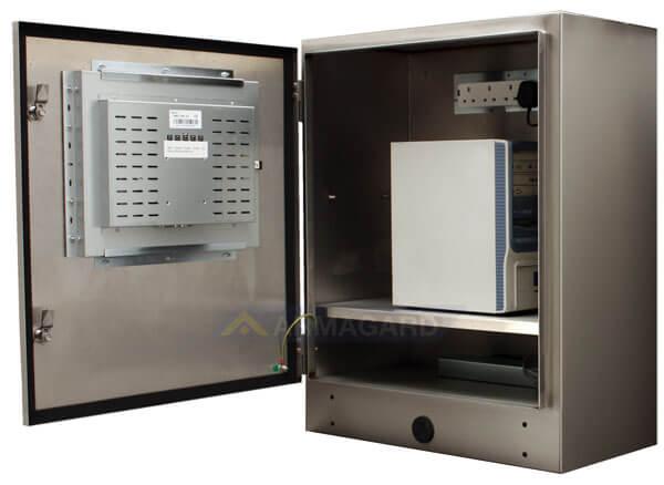 Monitor dotykowy IP65 widok z boku z otwartymi drzwiami