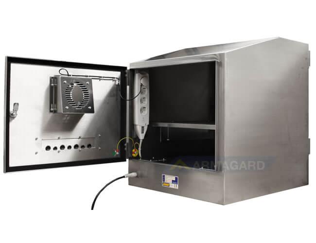 Wodoodporna obudowa komputera widok z tylu obudowy z otwartymi drzwiami