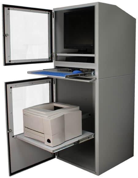 Szafy na komputer przemysłowy z otwartymi drzwiami