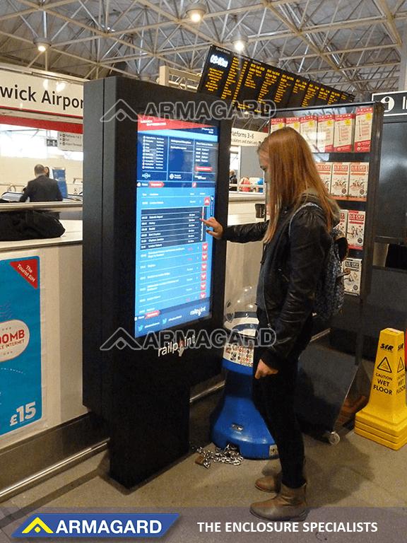 'Zobacz Technologia digital signage z ekranem dotykowym w na lotnisku Gatwick'