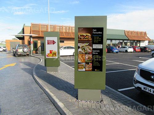 Zewnętrzne menu board dla fast food zdjecie z instalacji