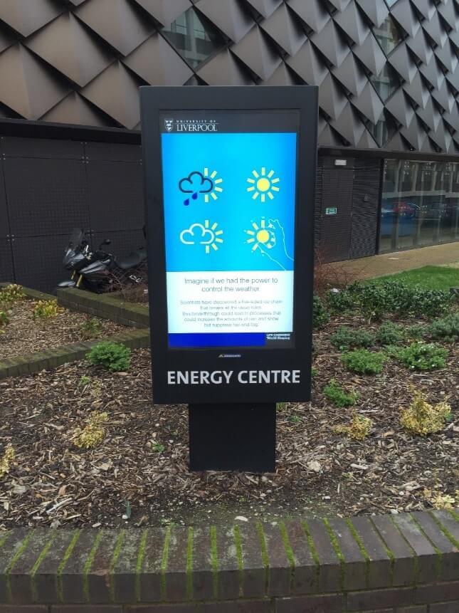 'Zobacz zewnętrznych rozwiązań digital signage Uniwersytetu w Liverpoolu'