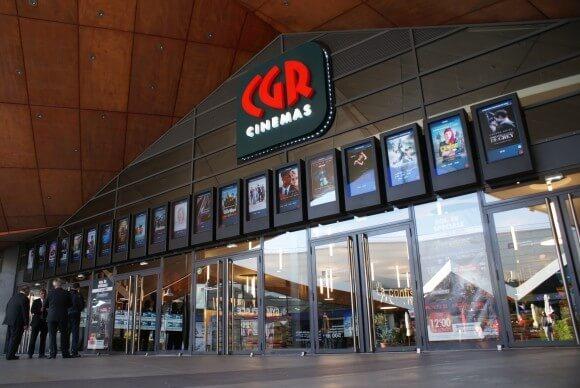 Oszałamiająca cyfrowa reklama przy wejściu do kin CGR
