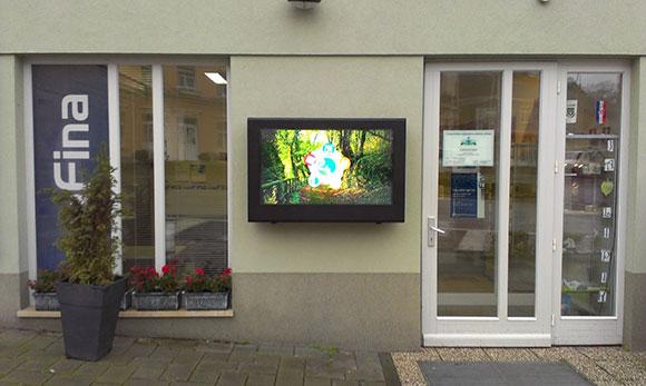 Obudowy LCD umożliwiają korzystanie z ekranów na zewnątrz
