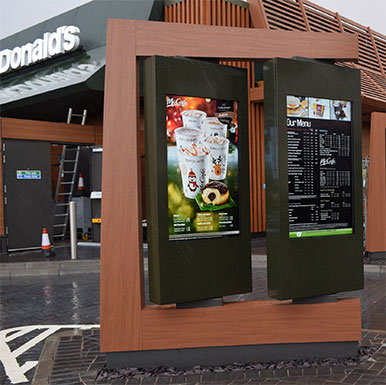 outdoor digital menu do restauracji marki Armagard dla sieci McDonald's