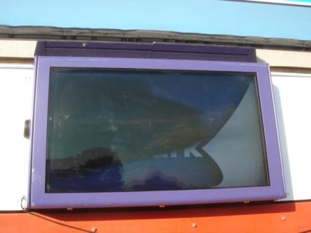 Przegrzewający się ekran po prostu dozna awarii w przypadku braku chłodzenia zapewnianego przez obudowę LCD